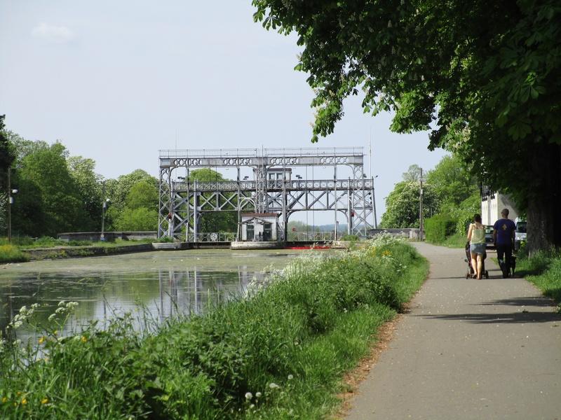 Home Le Foyer Strepy Bracquegnies : Boucle du canal centre et historique